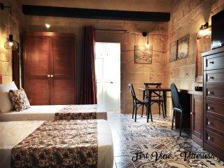 Studio Apartment with traditional Maltese Balcony in Vittoriosa - Birgu (Vittoriosa) vacation rentals