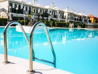 Elegant House, Good localizated. Pool - Playa del Ingles vacation rentals