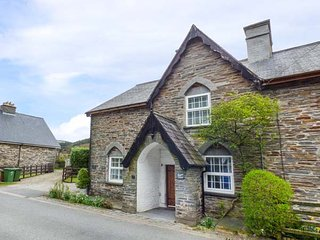 SISKIN, Grade II listed, stone-built, woodburner, dog friendly, in Dinas - Dinas Mawddwy vacation rentals