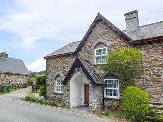 SISKIN, Grade II listed, stone-built, woodburner, dog friendly, in Dinas - Dinas Mawddwy vacation rentals