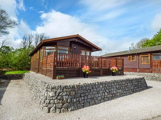 OBERLYN LODGE detached log cabin, open plan, en-suite, on-site facilities - Tewitfield vacation rentals
