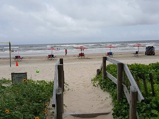 Have A Beach'N Time in this cozy Beach house with amazing views! - Surfside Beach vacation rentals