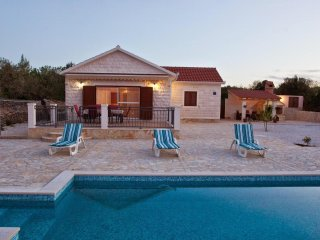 Charming 3 bedroom Mirca House with Internet Access - Mirca vacation rentals