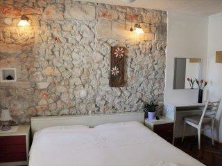Pinta Lumbarda (apartment for 2/B ) - Lumbarda vacation rentals