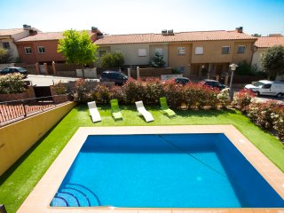Lovely villa for 10 guests in Roses, Girona, only 5km from the beach! - Palau-Saverdera vacation rentals