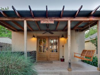Dog-friendly luxury cabin w/ a hot tub, a fireplace, & more! - Luckenbach vacation rentals