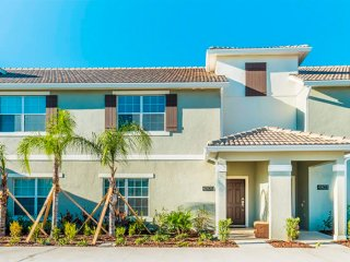 Deluxe 4 Bedroom 4 Bath with Private Pool - Longwood vacation rentals