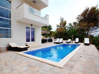 4 bedroom Villa with Internet Access in Tucepi - Tucepi vacation rentals