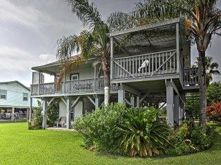 New! 3BR San Leon House w/ Balcony & Bay Views! - San Leon vacation rentals