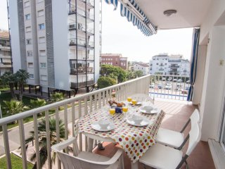 In the center of Sitges, with AC, WIFI, terrace and access to communal pool. - Sitges vacation rentals