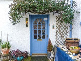 CANTIE COTTAGE, open fire, WiFi, coastal location, in Nairn, Ref 943373 - Nairn vacation rentals