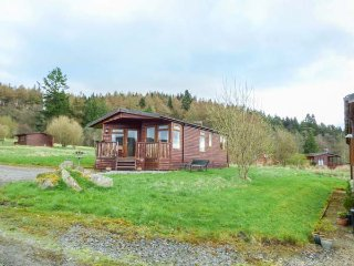 SKY VIEW, single-storey chalet, decked area, dog-friendly, Kielder, Ref 954228 - Kielder vacation rentals