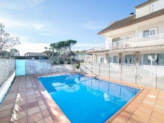 4 bedroom Villa in Vidreres, Costa Brava, Spain : ref 2379813 - Sils vacation rentals