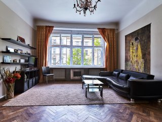 SPRING PROMO 30 % Off Vinohrady Spacious Center Tree View 2 bedrm 2 bathrm 1 wc - Prague vacation rentals