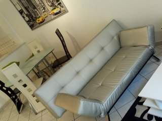 Bright 2 bedroom Agen Condo with Internet Access - Agen vacation rentals