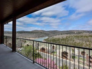 Breathtaking 4 Bedroom Top Floor w/ Elevator, possible boat slip - Branson vacation rentals