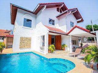 Naklua 4 Bedroom 5 Bathroom Private Pool Villa - Pattaya vacation rentals