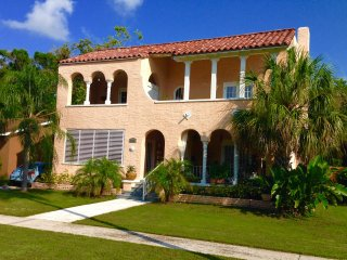 Beautiful 1/1 apt in historic mediterranean bldg, convenient to Tampa & St Pete - Saint Petersburg vacation rentals