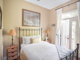 Well-appointed carriage house near Crawford Square - Savannah vacation rentals