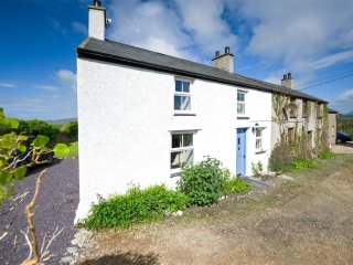 Charming 2 bedroom Llanengan Cottage with Internet Access - Llanengan vacation rentals