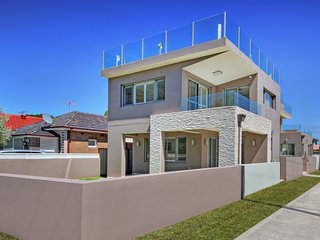 The  CRAWFORD PLACE - SYDNEY BEACH Modern & Relaxing, Perfect Location - Brighton le Sands vacation rentals