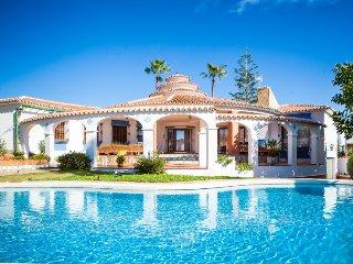 3 bedroom Villa in Rincon de la Victoria, Costa del Sol, Spain : ref 2395568 - Rincon de la Victoria vacation rentals