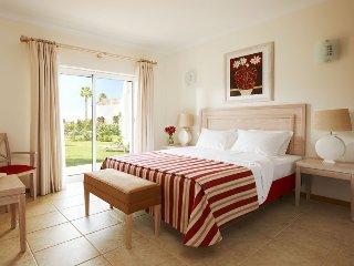 2 bedroom Villa in Carvoeiro, Algarve, Portugal : ref 2395119 - Estombar vacation rentals