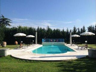 4 bedroom Villa in Arezzo, Central Tuscany, Tuscany, Italy : ref 2386643 - Tregozzano vacation rentals