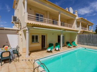 3 BEDROOM TOWNHOUSE WITH PRIVATE POOL IN ALBUFEIRA - Ferreiras vacation rentals