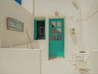 Aspro residence,traditional stone built home at the entrace of chora - Serifos vacation rentals