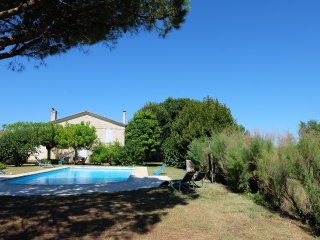Standing house,large private pool, closed garden 3000 m2 - Begadan vacation rentals