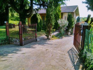 Daniela's Casa.Independent house 120 sq mt in 5000 sq mt land.VERY ,VERY QUIET ! - Arcugnano vacation rentals