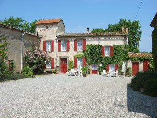 Comfortable cottage with pool in ancient wine domaine - Douzens vacation rentals