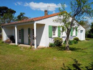 Jolie villa en plein centre de Meschers avec grand parc arboré - Meschers-sur-Gironde vacation rentals