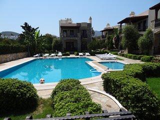 Bodrum Yalıkavak Villa Near The Beach With Shared Swimming Pool # 292 - Yalikavak vacation rentals
