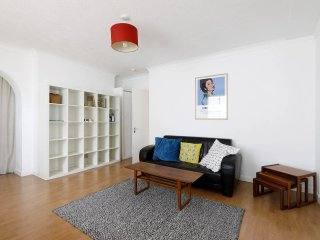 Lovely apartment, ten minute walk to beach, station, bars & restaurants - Brighton vacation rentals