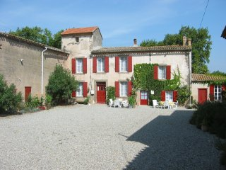 Lovely cottage with pool in ancient wine domaine - Douzens vacation rentals