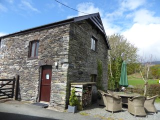 Wonderful 3 bedroom Barn in Pennal with Internet Access - Pennal vacation rentals