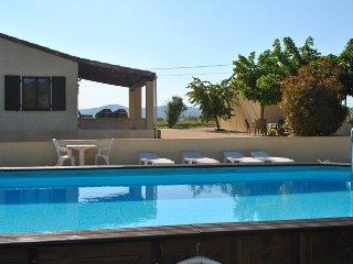 Le Soleil Souriant : gîtes avec piscine sud Ardèche Banne - Banne vacation rentals