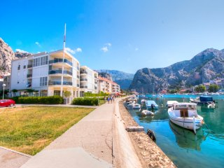 AP 4+0 in one of the most luxury building in Omis - Omis vacation rentals