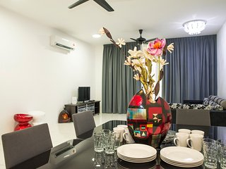 Spacious 4 Bedroom Condo - sleeps 16 - Tanjung Tokong vacation rentals