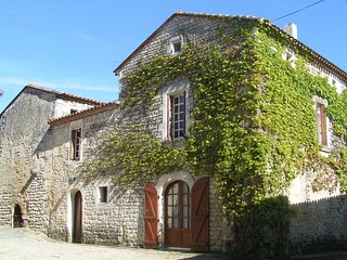 Character Village House in Vibrac near River Charente and Kayak Hire - Chateauneuf-sur-Charente vacation rentals