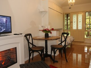 Fernglade On Menzies B&B The Brookdale Suite - Emerald vacation rentals