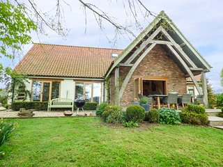 HOPI FARM, detached farmhouse, woodburner, WiFi, dogs welcome, near Langport - Langport vacation rentals
