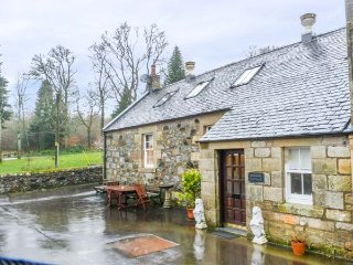 BURNSIDE COTTAGE grounds of Cloncaird Castle, good touring base in Maybole, Ref - Maybole vacation rentals