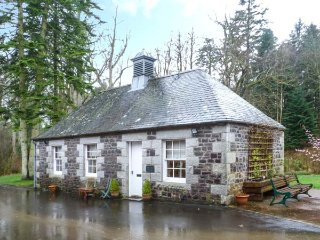 DUCK POND COTTAGE grounds of Cloncaird Castle, good touring base in Maybole - Maybole vacation rentals