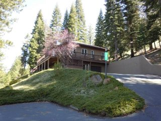 Faiferek - LAKE FRONT Home on Goose Bay in Lake Almanor West with Dock and buoy - Lake Almanor vacation rentals