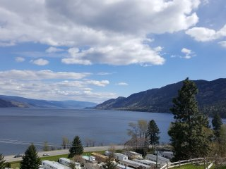 Quaint Carriage house with spectacular lake view - Peachland vacation rentals