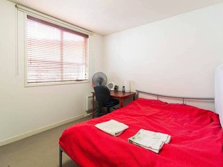 Large queen bedroom | Covered Park | 12 min to City | On the banks of the Yarra - Abbotsford vacation rentals