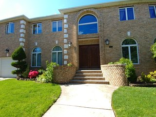Large Quiet 4BR/4BA Home, Staten Island, NY City. - Staten Island vacation rentals